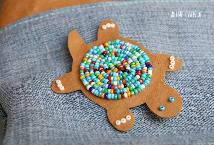 Schildkröten-Anstecker aus SnapPap und Rocailles-Perlen