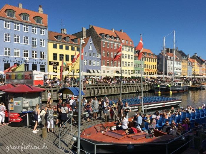 Von Nyhavn starten die Hafenrundfahrten, Kopenhagen