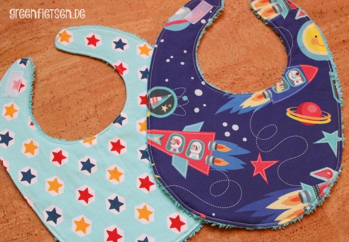 Babylätzchen mit Sternen und Raketen