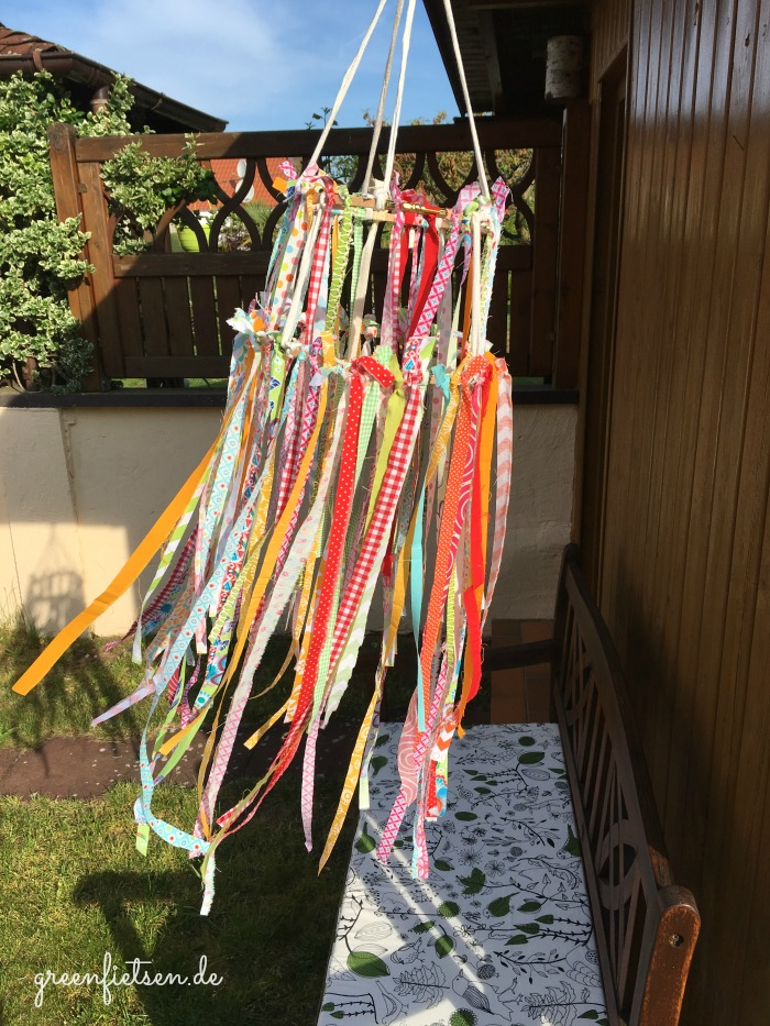 DIY-Tutorial | Summerfeeling - Windspiel aus Stoffresten